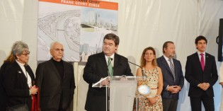 Frank Gerhy coloca la primera piedra del puente de Zorrotzaurre