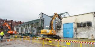 Da comienzo el derribo de los viejos talleres de Euskotren en Durango