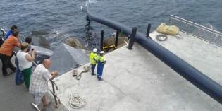 Medio Ambiente instala la tubería del emisario submarino de la EDAR de Lamiaren