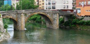 URA inicia el derribo del vano derecho del puente de Zubimusu en Villabona