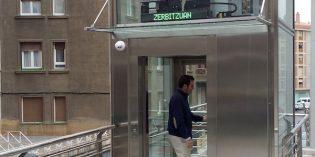 Matiko estrena ascensor que salva el desnivel entre las calles Artasamina y Tiboli