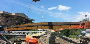 Colocado el tablero principal del puente de Martutene