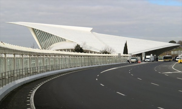 El aeropuerto de Loiu reasfaltará su pista principal