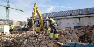 Inicio del derribo de dos edificios industriales desocupados en Ribera de Deusto