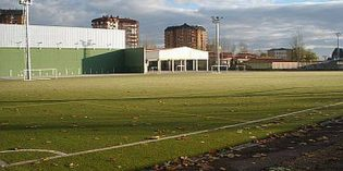 Vitoria licita las obras de sustitución del terreno de juego del campo de fútbol de Adurtza