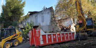 Arranca demolición del caserío Plazagana, en Etxebarri